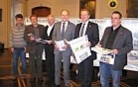 """Die Verantwortlichen der Stadt Siegen und der Südwestfalenagentur freuen sich über die Förderung für """"siegen - Zu neuen Ufern"""""""
