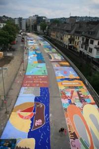 Ein Bilderteppich schmückt die Siegplatte in Siegens Mitte
