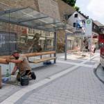Kölner Tor: letzte Handgriffe an den Wartehallen