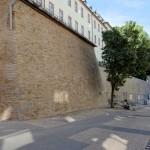 Die frisch sanierte Stadtmauer