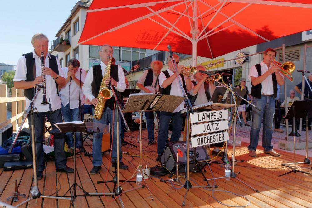 Lämpels Jatz Orchester spielten auf dem Balkon auf