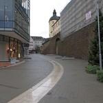 Die umgestaltete Kölner Straße, im Hintergrund: der Dicke Turm.