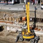 Foto: Stück für Stück kommt die Unterkonstruktion des Uferwegs voran.