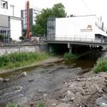 Vor den Bauarbeiten: Gut zu erkennen ist hier rechts im Bild der ehemalige über die Ufermauer herausragende Betonteil.