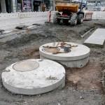 Diese werden im oberen Drittel der Bahnhofstraße in Blickrichtung Bahnhof in den Boden gesetzt.