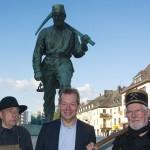 """Die """"Henner und Frieder""""-Doppelgänger mit Bürgermeister Steffen Mues."""