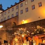 """Weihnachtsstimmung an der Stadtmauer: Auch für die Arbeiter rund um Siegens """"neue Ufer"""" geht es nun in die wohlverdiente Weihnachtspause."""